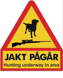 Flyttbara skyltar jakt pågår och gevärssymbol.