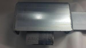Här visar vi kraftiga Abloy pl 350/25 klass 4. Monterat på standardbom. Lägg märke till hur väl kåpan skyddar låsbygeln