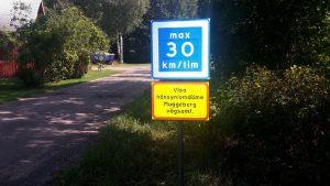 Rekommenderad hastighet 30 km med tilläggstavla