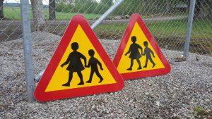 Varning för barn. skylt A 15 normalstorlek