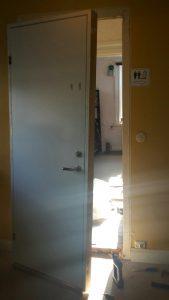 Dörrar montering Lundsbrunn.jpg 1