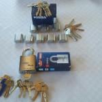 Vil tillverkar kundanpassade låssystem med nycklar och cylindrar och hänglås mm. Detta så allt får samma nyckel eller så vissa nycklar går till vissa lås och andra funkar i alla. Vi hjälper dig.