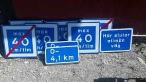 Skyltar, flera st, Max 40 km, Här slutar allmän väg mm