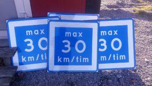 rekommenderad-hastighet-30-km-plastskyltar