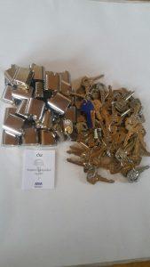 Låscylindrar många samt många nycklar