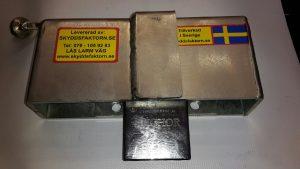 Skjutdörrskåpa m hänglås. 1